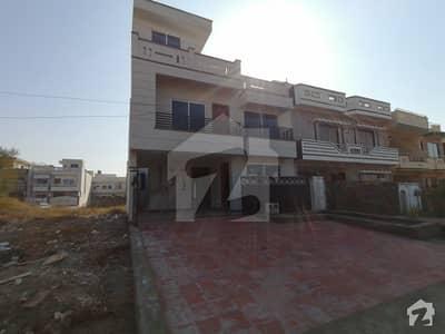 جی ۔ 13/2 جی ۔ 13 اسلام آباد میں 5 کمروں کا 8 مرلہ مکان 2.9 کروڑ میں برائے فروخت۔