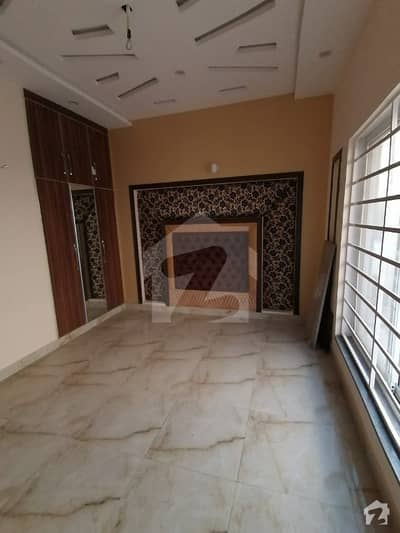 5 Marla Beautiful and Well Constructed Brand new Upper Portion at Ideal location is Available For rent in Sector D bahria Town