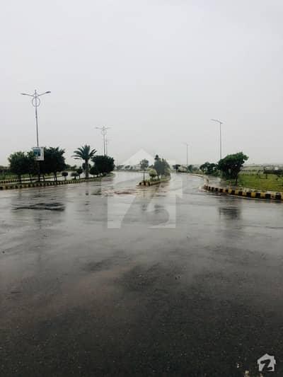 ٹاپ سٹی 1 اسلام آباد میں 4 کنال فارم ہاؤس 2.65 کروڑ میں برائے فروخت۔