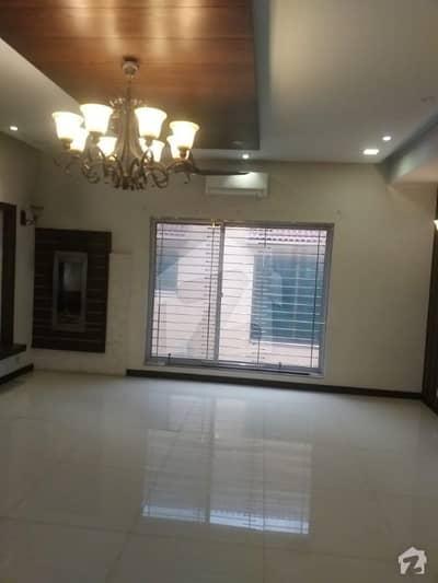 بحریہ ٹاؤن سیکٹر سی بحریہ ٹاؤن لاہور میں 5 کمروں کا 1 کنال مکان 1.2 لاکھ میں کرایہ پر دستیاب ہے۔