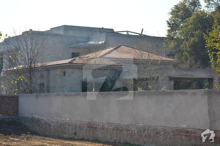 7 kanal Farm House Main Boulevard for Sale in Executive lodges