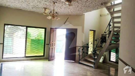 ڈی ایچ اے فیز 2 - بلاک وی فیز 2 ڈیفنس (ڈی ایچ اے) لاہور میں 4 کمروں کا 10 مرلہ مکان 72 ہزار میں کرایہ پر دستیاب ہے۔