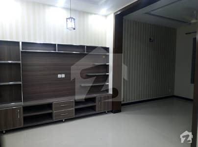 نیشنل پولیس فاؤنڈیشن اسلام آباد میں 5 کمروں کا 10 مرلہ مکان 55 ہزار میں کرایہ پر دستیاب ہے۔
