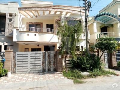 ڈی سی کالونی گوجرانوالہ میں 6 کمروں کا 10 مرلہ مکان 2.1 کروڑ میں برائے فروخت۔