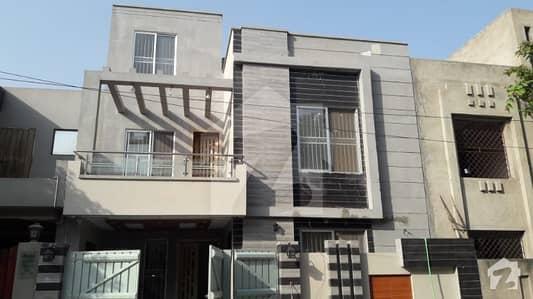 بحریہ ٹاؤن ۔ بلاک بی بی بحریہ ٹاؤن سیکٹرڈی بحریہ ٹاؤن لاہور میں 3 کمروں کا 5 مرلہ مکان 47 ہزار میں کرایہ پر دستیاب ہے۔