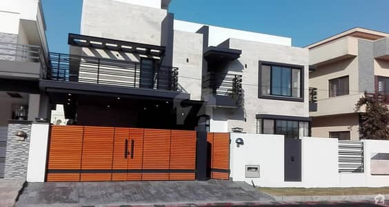 Stunning 1 Kanal Brand New Luxurious House For Sale