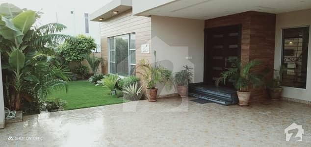 ڈی ایچ اے فیز 5 - بلاک اے فیز 5 ڈیفنس (ڈی ایچ اے) لاہور میں 5 کمروں کا 1 کنال مکان 1.8 لاکھ میں کرایہ پر دستیاب ہے۔