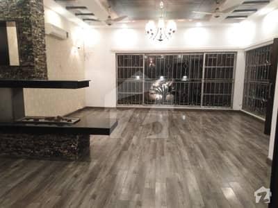 ڈی ایچ اے فیز 5 - بلاک بی فیز 5 ڈیفنس (ڈی ایچ اے) لاہور میں 5 کمروں کا 1 کنال مکان 1.85 لاکھ میں کرایہ پر دستیاب ہے۔