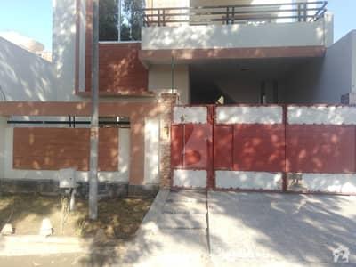 فور سِیزن ہاؤسنگ فیصل آباد میں 7 مرلہ مکان 1.5 کروڑ میں برائے فروخت۔