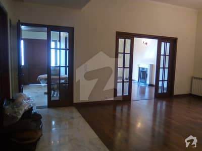 ONE KANAL BEAUTIFUL HOUSE AVAILABLE  FOR RENT NEAR JALAL SONS AND PARK