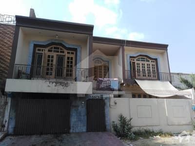مدینہ ٹاؤن فیصل آباد میں 10 مرلہ مکان 4 کروڑ میں برائے فروخت۔