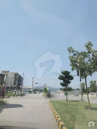ایف ۔ 11/1 ایف ۔ 11 اسلام آباد میں 5 مرلہ کمرشل پلاٹ 14.5 کروڑ میں برائے فروخت۔