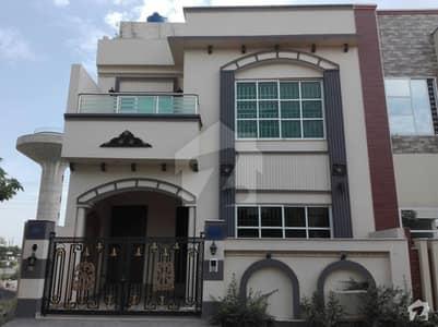 واپڈا سٹی فیصل آباد میں 5 مرلہ مکان 90 لاکھ میں برائے فروخت۔