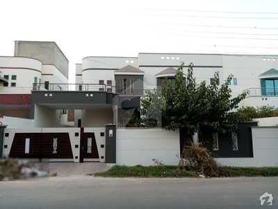 رزاق ولاز ہاؤسنگ سکیم ساہیوال میں 13 مرلہ مکان 55 ہزار میں کرایہ پر دستیاب ہے۔