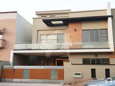 بحریہ ٹاؤن اسلام آباد میں 5 کمروں کا 11 مرلہ مکان 90 ہزار میں کرایہ پر دستیاب ہے۔