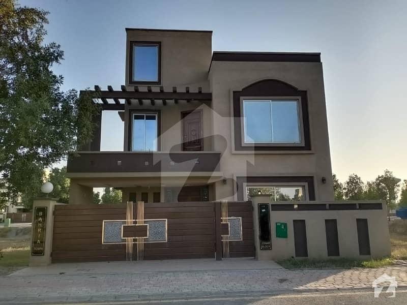 بحریہ ٹاؤن جوہر بلاک بحریہ ٹاؤن سیکٹر ای بحریہ ٹاؤن لاہور میں 5 کمروں کا 10 مرلہ مکان 1.55 کروڑ میں برائے فروخت۔