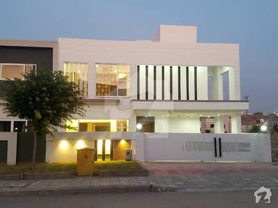 بحریہ گرینز بحریہ ٹاؤن راولپنڈی راولپنڈی میں 5 کمروں کا 10 مرلہ مکان 2.5 کروڑ میں برائے فروخت۔