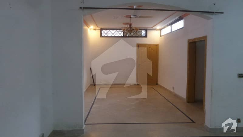 G9 house for rent beautiful location