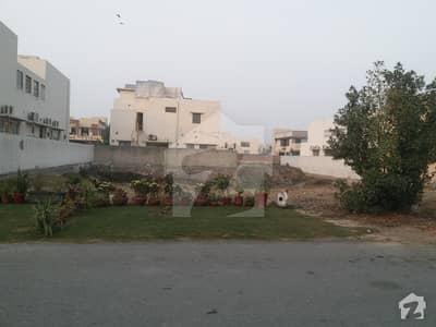 ڈی ایچ اے فیز 8 - بلاک ڈبلیو فیز 8 ڈیفنس (ڈی ایچ اے) لاہور میں 2 کنال رہائشی پلاٹ 5.9 کروڑ میں برائے فروخت۔