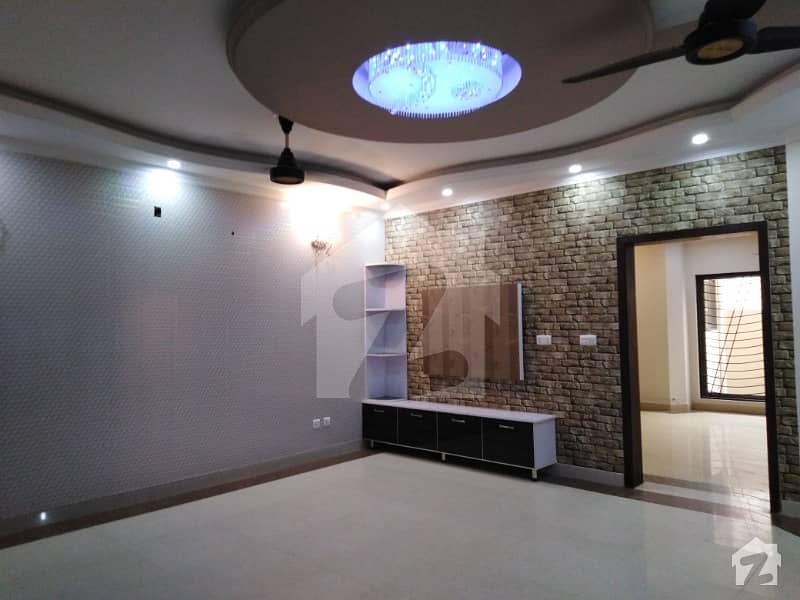 10 MARLA HOUSE AVAILABLE IN OVERSEASE B BAHRIA TOWN LAHORE