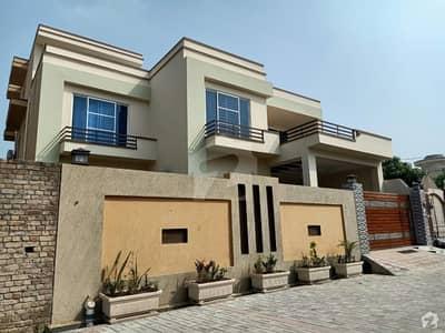 قمر سیالوی روڈ گجرات میں 7 کمروں کا 15 مرلہ مکان 3.4 کروڑ میں برائے فروخت۔