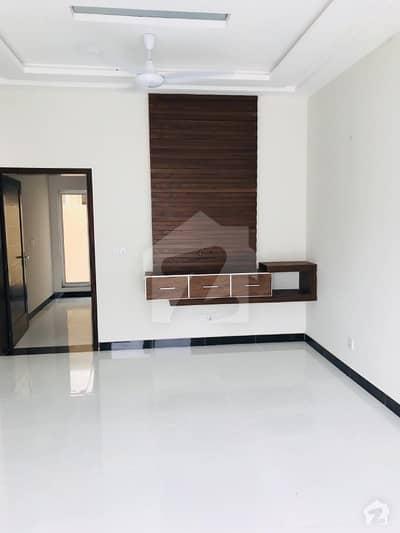 بحریہ ٹاؤن ۔ بلاک بی بی بحریہ ٹاؤن سیکٹرڈی بحریہ ٹاؤن لاہور میں 2 کمروں کا 5 مرلہ بالائی پورشن 22 ہزار میں کرایہ پر دستیاب ہے۔