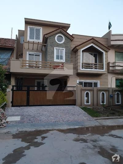 بحریہ ٹاؤن فیز 8 بحریہ ٹاؤن راولپنڈی راولپنڈی میں 4 کمروں کا 7 مرلہ مکان 1.55 کروڑ میں برائے فروخت۔