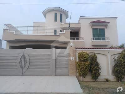 گورنمنٹ ایمپلائیز کوآپریٹو ہاؤسنگ سوسائٹی بہاولپور میں 4 کمروں کا 1 کنال مکان 2.5 کروڑ میں برائے فروخت۔