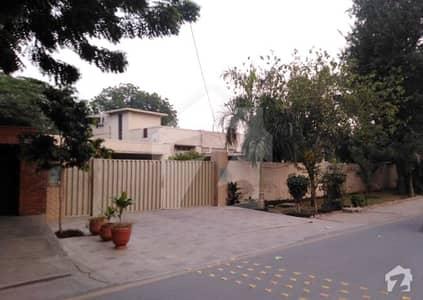 ماڈل ٹاؤن ۔ بلاک ای ماڈل ٹاؤن لاہور میں 3 کمروں کا 2.45 کنال مکان 9.5 کروڑ میں برائے فروخت۔
