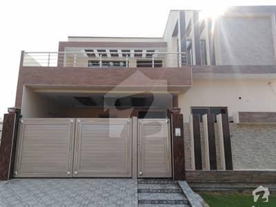 خیابانِ گارڈنز فیصل آباد میں 7 مرلہ مکان 1.6 کروڑ میں برائے فروخت۔