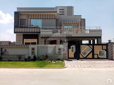 ڈی سی کالونی - نیلم بلاک ڈی سی کالونی گوجرانوالہ میں 5 کمروں کا 1 کنال مکان 3.25 کروڑ میں برائے فروخت۔