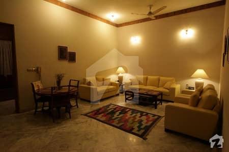 غالب روڈ گلبرگ لاہور میں 6 کمروں کا 2 کنال مکان 12 لاکھ میں کرایہ پر دستیاب ہے۔