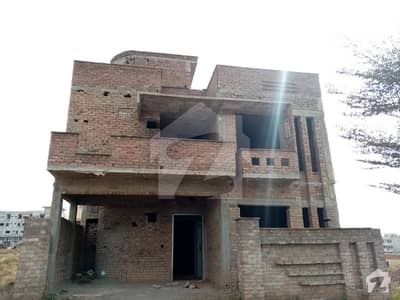 HOUSE ON IDEAL LOCATION IN F17 MPCHS ALL LIFE AMENITIES AVAIALABLE