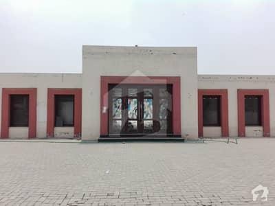 کینال روڈ فیصل آباد میں 6.6 کنال مکان 39.6 کروڑ میں برائے فروخت۔