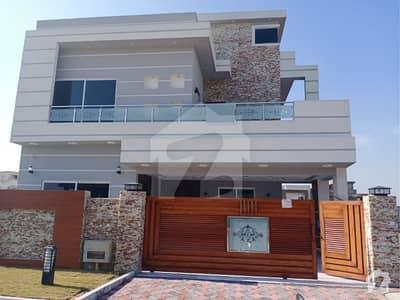 بحریہ ٹاؤن فیز 8 ۔ بلاک ایف بحریہ ٹاؤن فیز 8 بحریہ ٹاؤن راولپنڈی راولپنڈی میں 7 کمروں کا 10 مرلہ مکان 2.4 کروڑ میں برائے فروخت۔