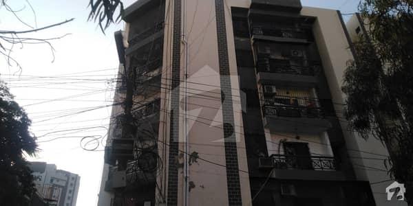 کلفٹن ۔ بلاک 7 کلفٹن کراچی میں 3 کمروں کا 8 مرلہ فلیٹ 2.35 کروڑ میں برائے فروخت۔