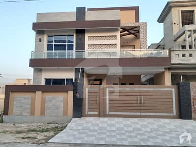 کینال بینک سوسائٹی فیز 1 - بلاک اے کینال بینک ہاؤسنگ سکیم لاہور میں 5 کمروں کا 10 مرلہ مکان 1.55 کروڑ میں برائے فروخت۔