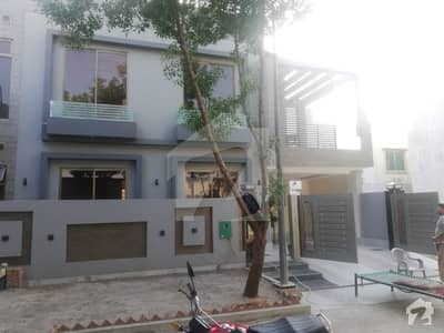 8 Marla House For Rent In Umar Block Sector B Bahria Town Lahore