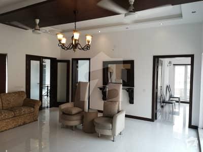 طفیل روڈ کینٹ لاہور میں 5 کمروں کا 1.6 کنال مکان 10 کروڑ میں برائے فروخت۔