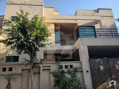 سعید کالونی - نیو گارڈن بلاک سعید کالونی فیصل آباد میں 7 مرلہ مکان 1.5 کروڑ میں برائے فروخت۔