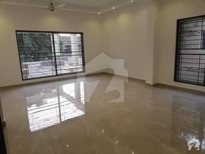 1 kanal Brand New Bungalow 6 Bed Fully Basement Fully Wooden  Tile Flooring  Facing Park Available For Rent In DHA Phase 3 x