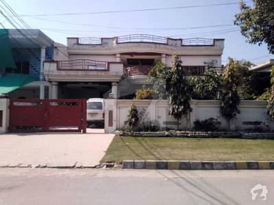 پی جی ای سی ایچ ایس فیز 1 پنجاب گورنمنٹ ایمپلائیز سوسائٹی لاہور میں 5 کمروں کا 1 کنال مکان 2.95 کروڑ میں برائے فروخت۔