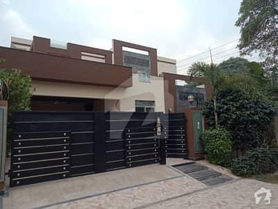 ڈی ایچ اے فیز 3 ڈیفنس (ڈی ایچ اے) لاہور میں 6 کمروں کا 1 کنال مکان 1.65 لاکھ میں کرایہ پر دستیاب ہے۔