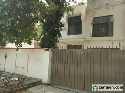 گلبرگ لاہور میں 4 کمروں کا 1 کنال مکان 5 کروڑ میں برائے فروخت۔