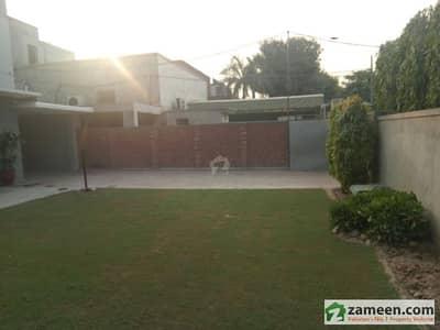 گلبرگ 4 گلبرگ لاہور میں 5 کمروں کا 6 کنال مکان 35 کروڑ میں برائے فروخت۔