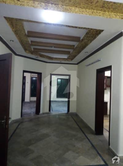 محافظ ٹاؤن فیز 1 محافظ ٹاؤن لاہور میں 3 کمروں کا 10 مرلہ بالائی پورشن 30 ہزار میں کرایہ پر دستیاب ہے۔