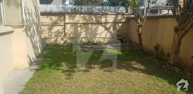 آئی ۔ 8/2 آئی ۔ 8 اسلام آباد میں 2 کمروں کا 12 مرلہ مکان 4.1 کروڑ میں برائے فروخت۔