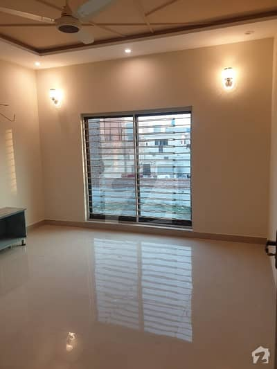 Brand New Luxury 5 Marla Full House With 3 Bed Attached For Rent