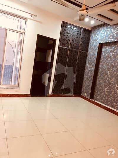 مسلم ٹاؤن لاہور میں 2 کمروں کا 8 مرلہ زیریں پورشن 55 ہزار میں کرایہ پر دستیاب ہے۔