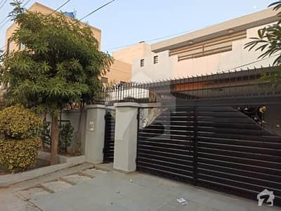 ویلینشیاء ۔ بلاک سی 1 ویلینشیاء ہاؤسنگ سوسائٹی لاہور میں 5 کمروں کا 1 کنال مکان 1.1 لاکھ میں کرایہ پر دستیاب ہے۔
